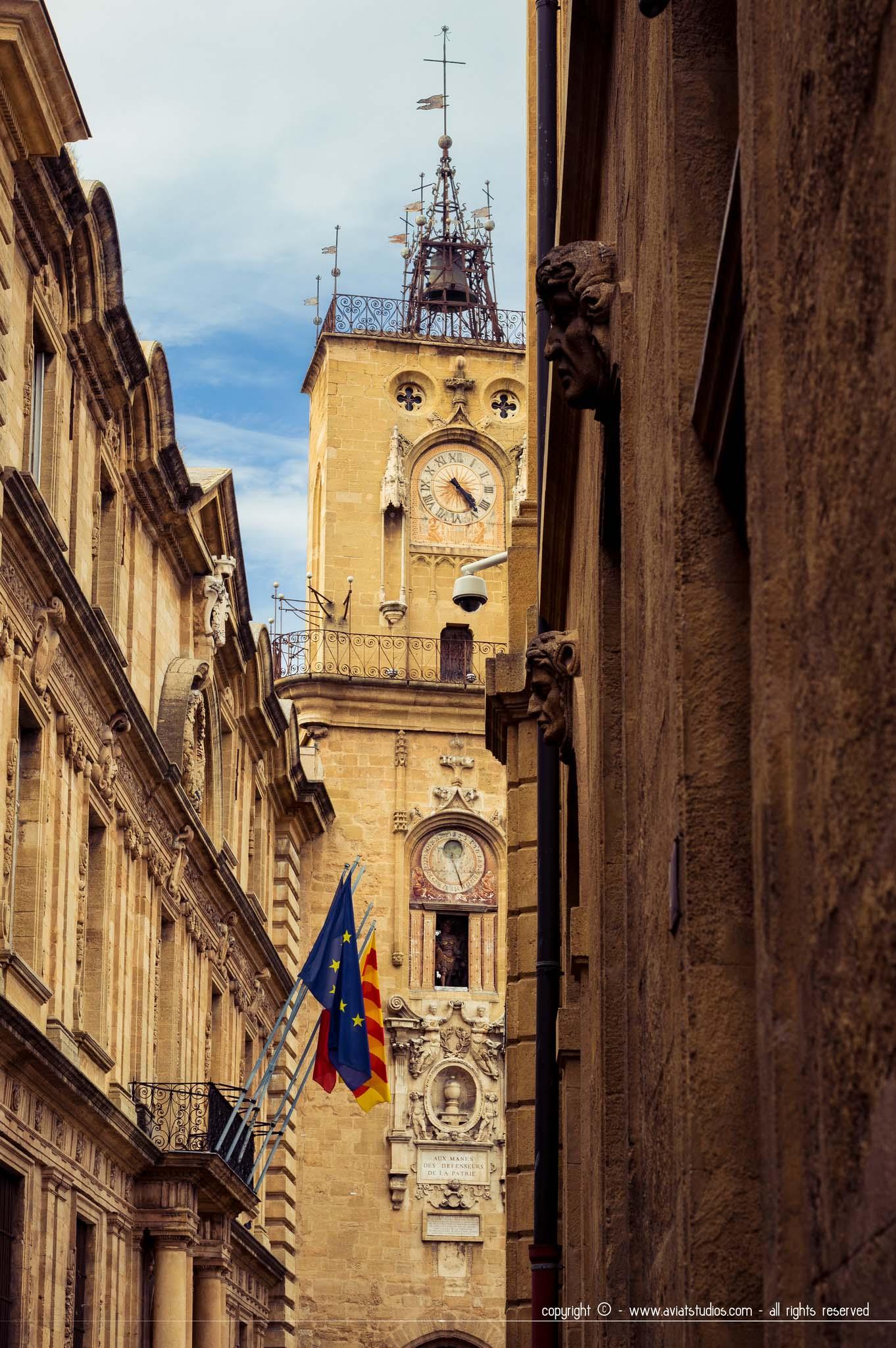 Clocher sur la place de l'hôtel de ville d'Aix-en-Provence