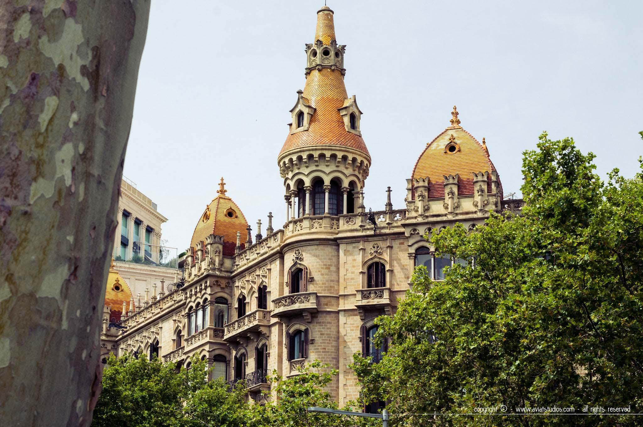 Façade typique de l'architecture de Barcelone sur Passeig de Gràcia.