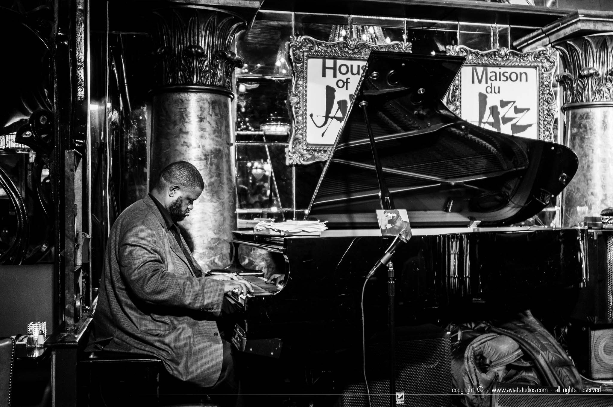 Un pianiste en train de jouer à House of Jazz