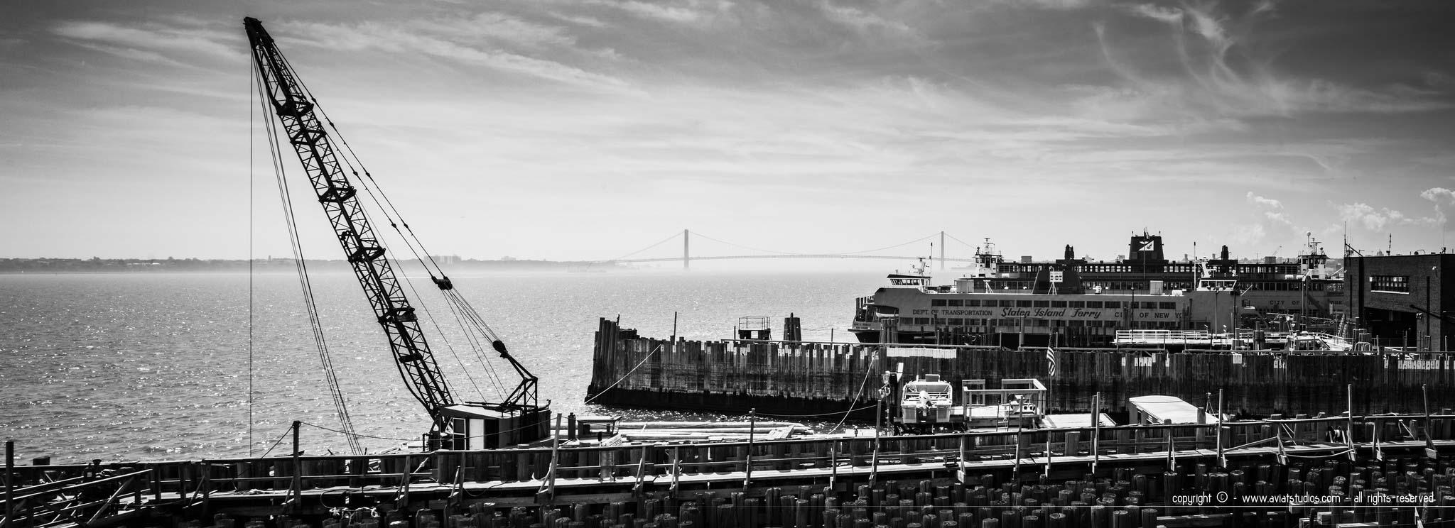 Un week-end à New-York - Les quais du Staten Island Ferry en noir et blanc
