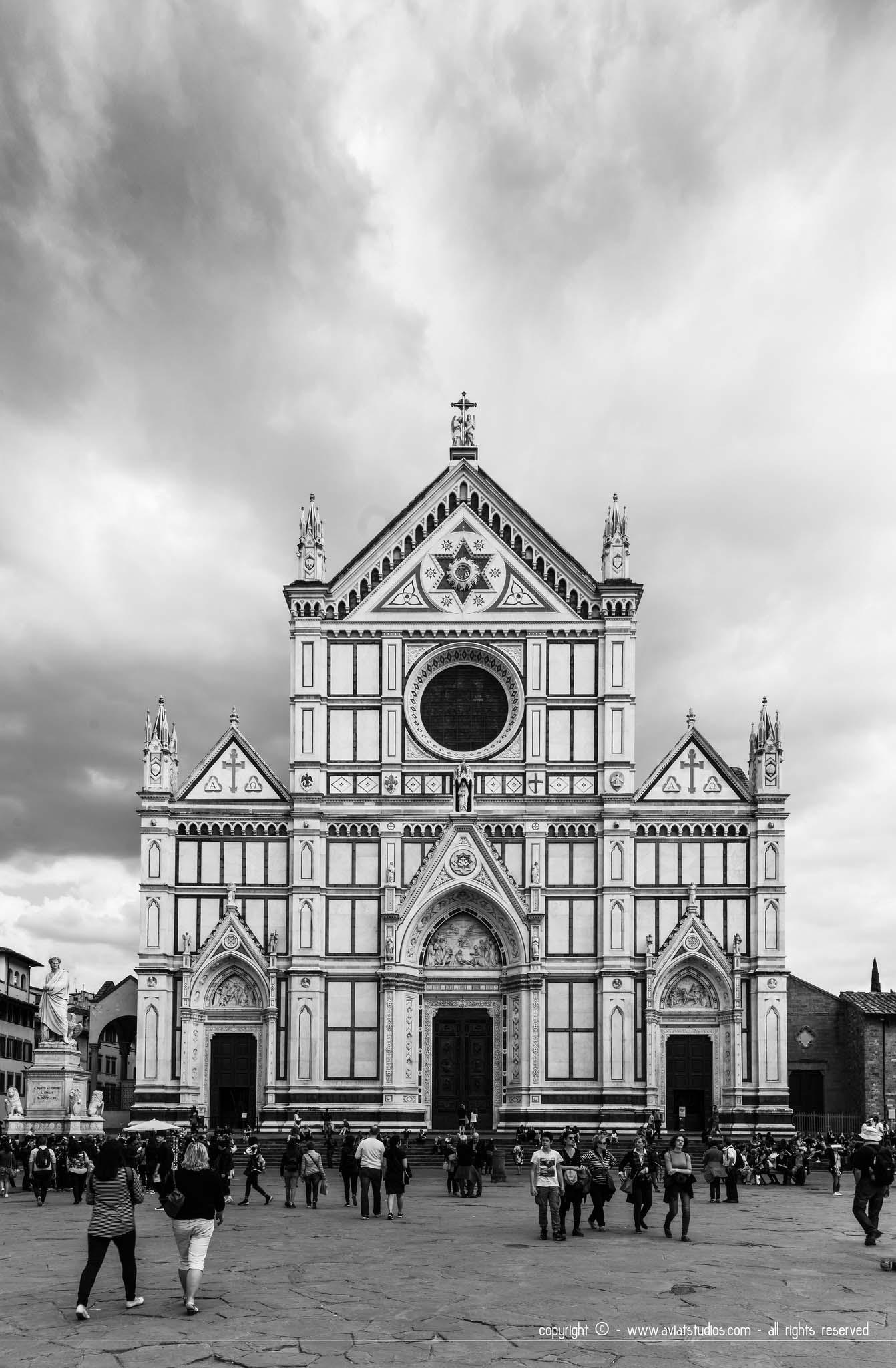La basilique Santa Croce accueillant les dépouilles de Michel-Ange, Galilée, Dante et Machiavel