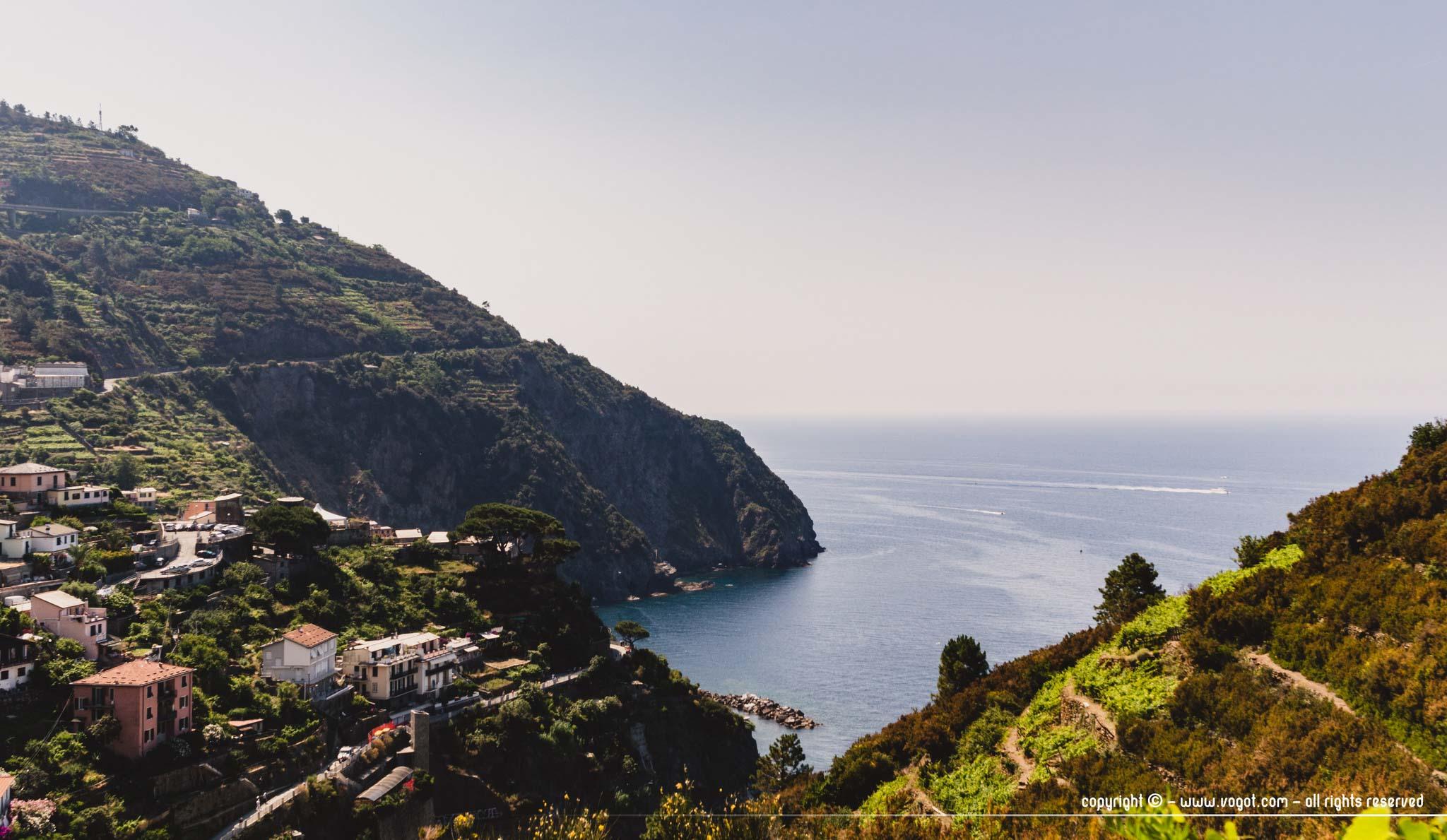 Cinque Terre à pied - panorama sur la Méditerranée entre Riomaggiore et Manarola