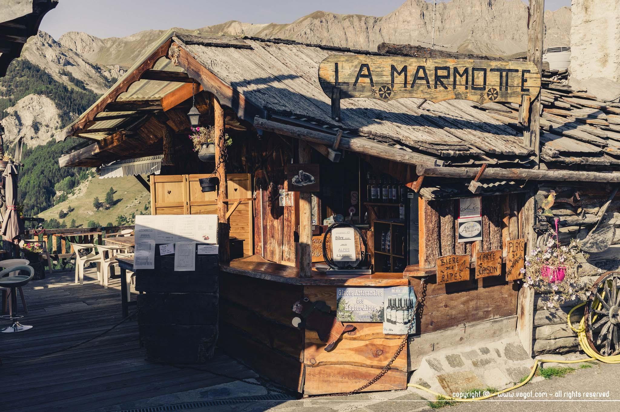 Saint-Véran - terrasse du restaurant la marmotte
