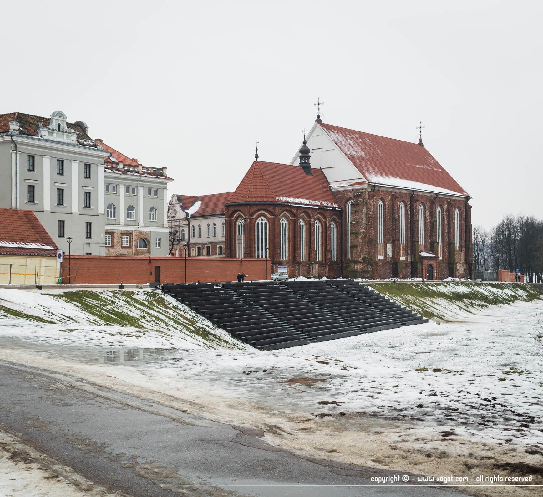 Une journée à Kaunas - constructions anciennes aux abords de la Neris