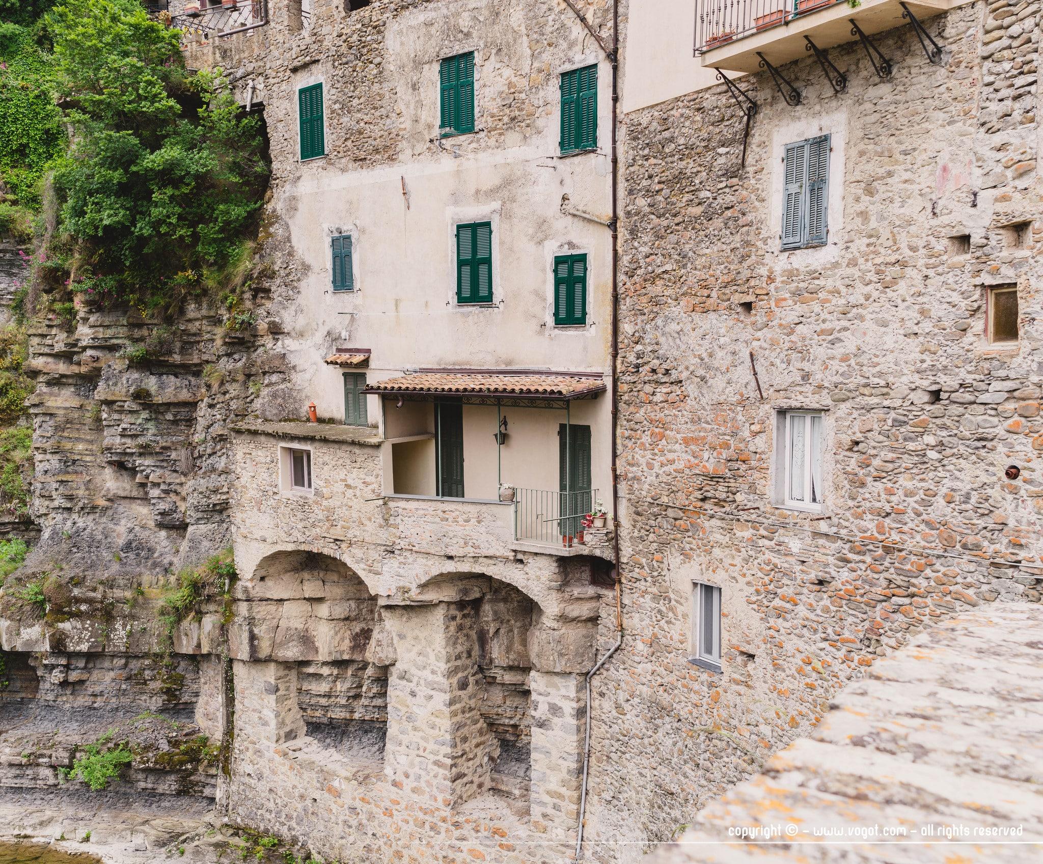 Visiter Dolceacqua et découvrir ses façades en pierre