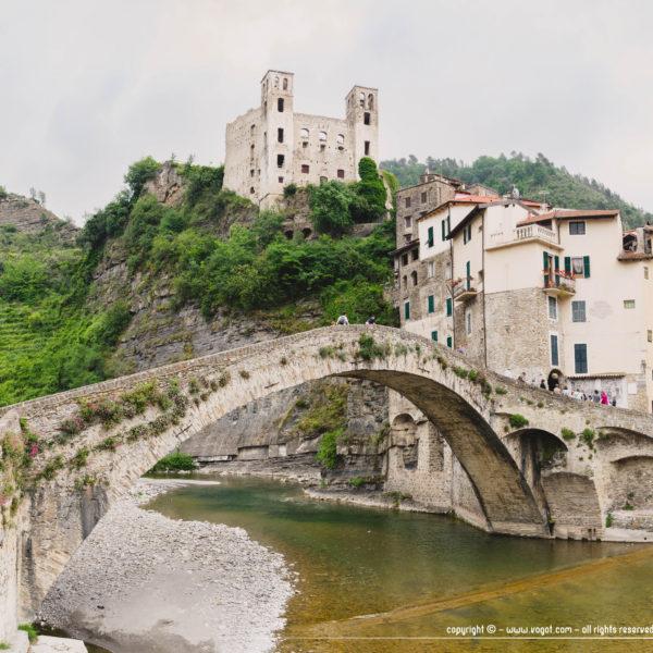 dolceacqua - le célèbre pont en pierre de 33 mètres du village