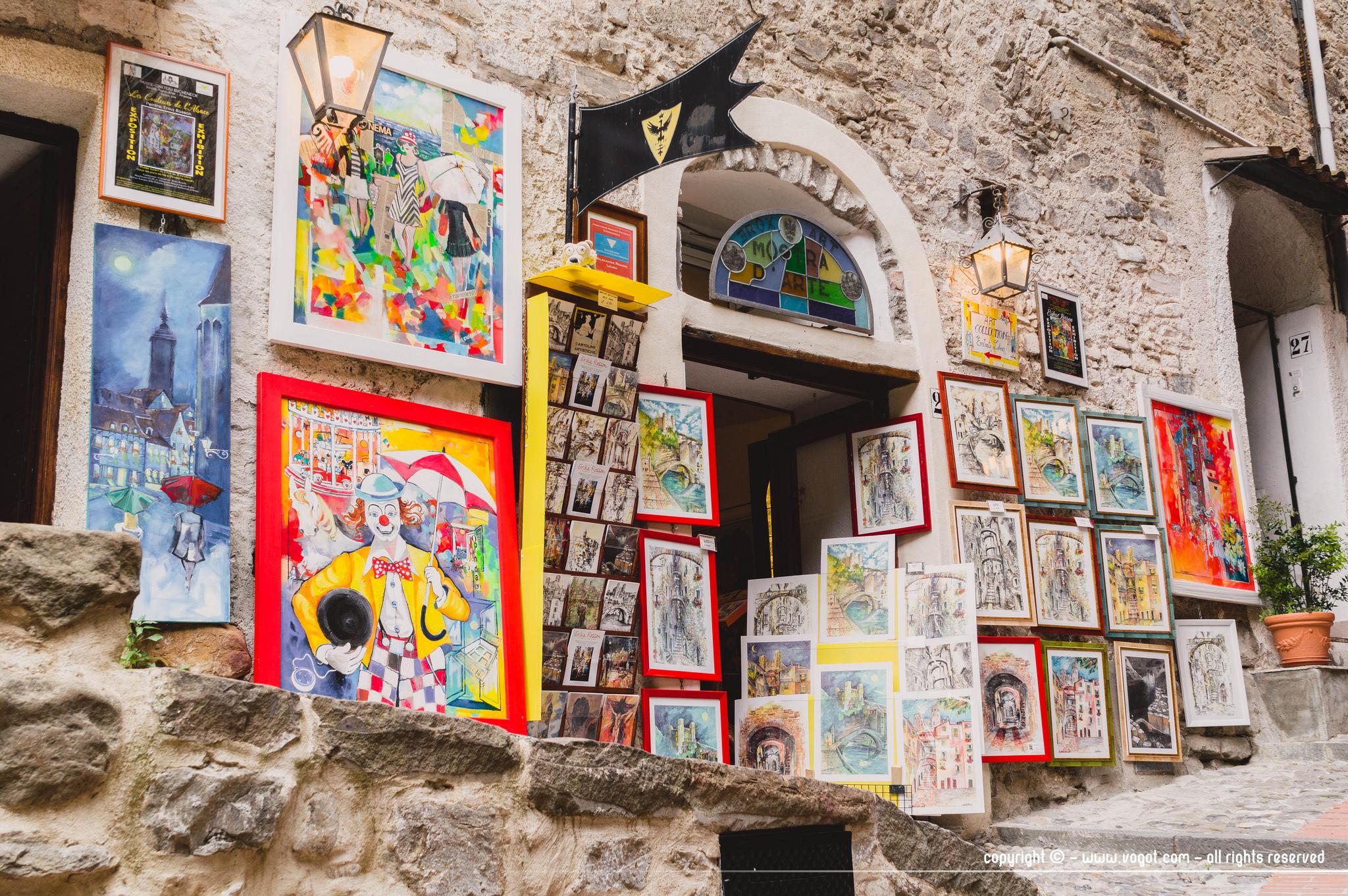 dolceacqua - une des nombreuses galeries d'art du village