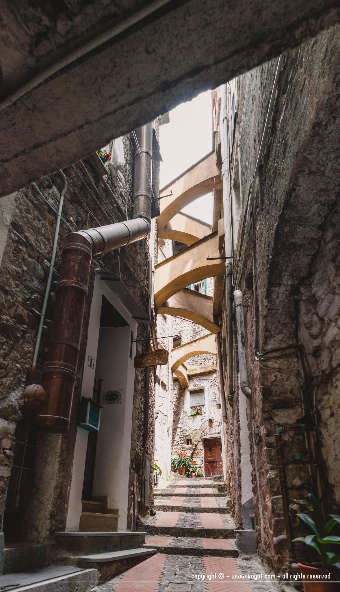 Dolceacqua - la Terra - les ruelles étroites donnent une architecture particulière